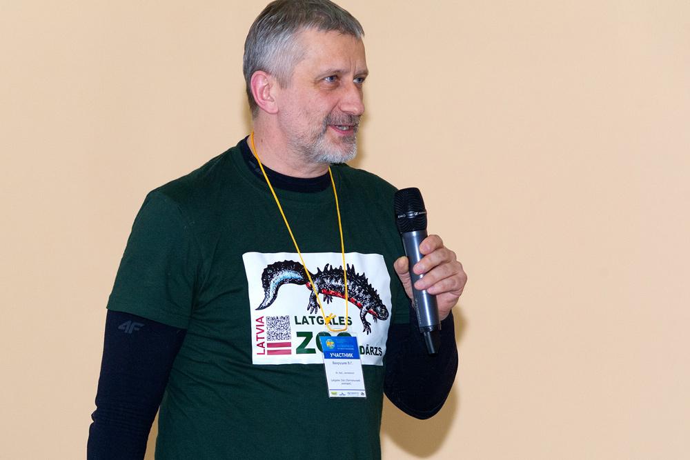 Вахрушев, энтомолог Латгальского зоопарка, выступает с докладом о муравьях-листорезах