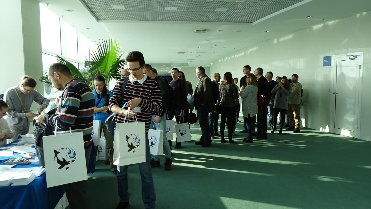 Участники конференции регистрируются на мероприятие и получают рекламно-информационные материалы