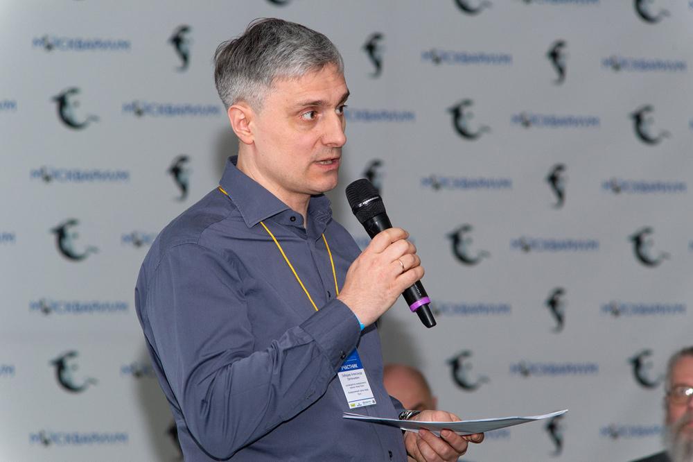 Руководитель аквариумного салона «Аква Лого» Александр Лебедев выступает с докладом «Социальная роль аквариума»