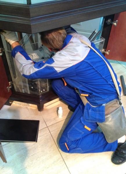 Монтаж оборудования  специалистами аквариумного салона Аква Лого